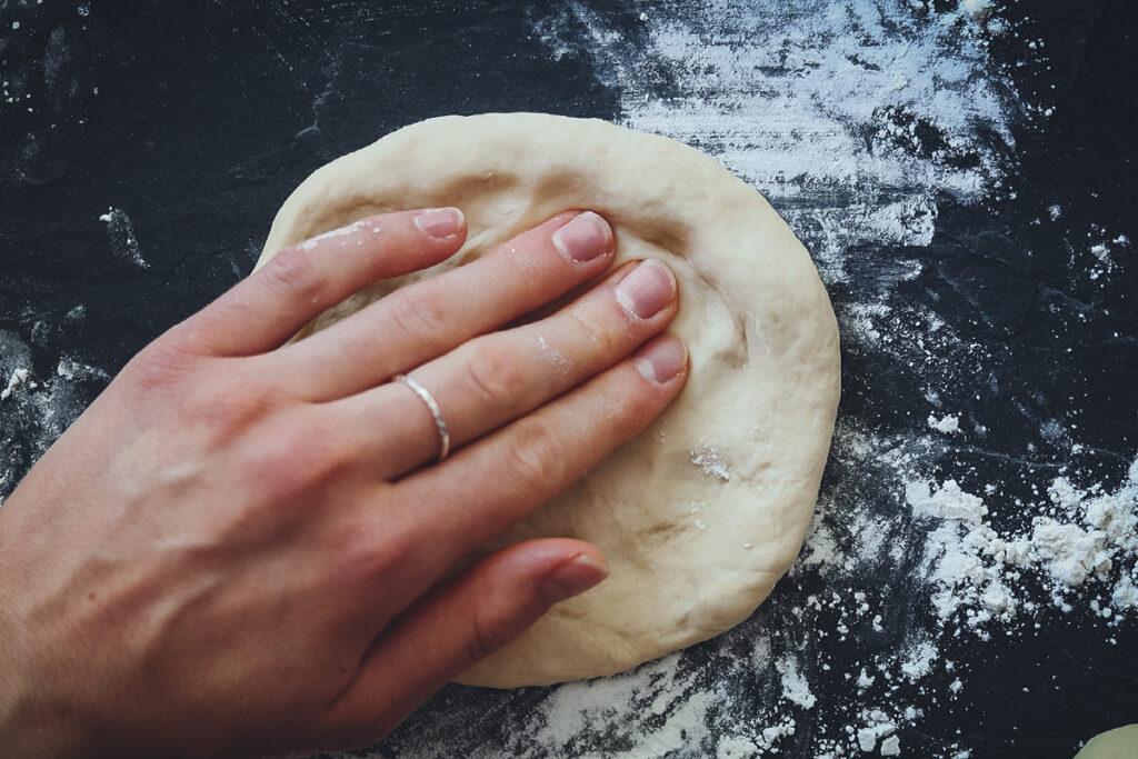 Pizza richtig formen